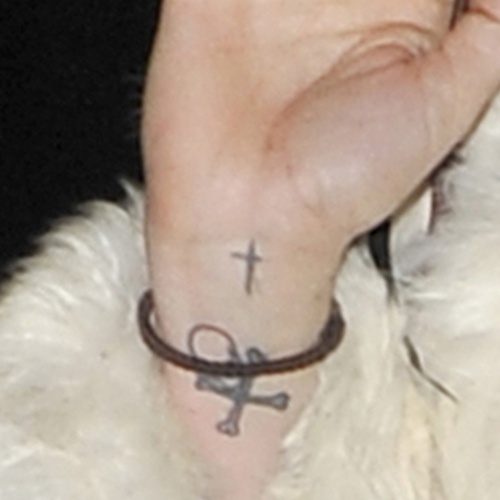 kesha-tattoo-cross