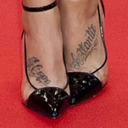 phoebe dykstra writing foot tattoo steal her style. Black Bedroom Furniture Sets. Home Design Ideas