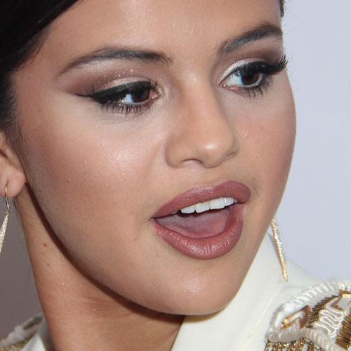 Selena Gomez Makeup Beige Eyeshadow Black Eyeshadow