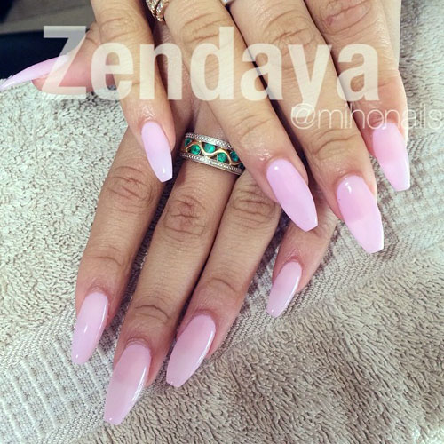 Zendaya-nails-light-pink