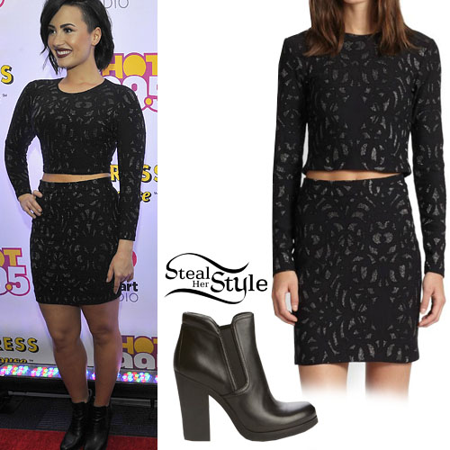 Demi Lovato at the HOT 99.5 Jingle Ball Arrivals, December 15th, 2014 - photo: lovatopictures