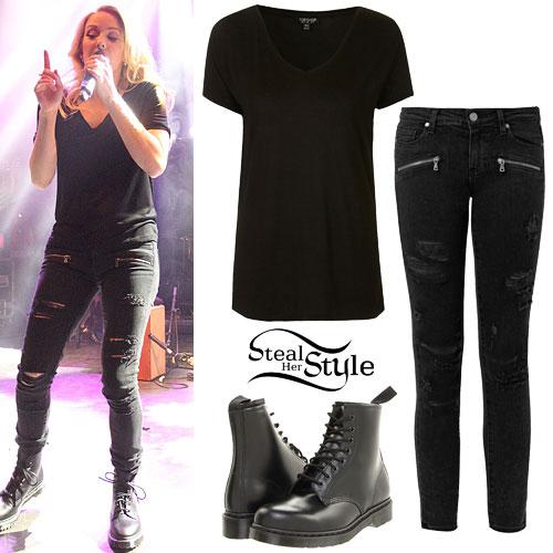 Ellie Goulding: V-Neck Tee, Ripped Jeans