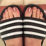 katy-perry-football-toe-nails