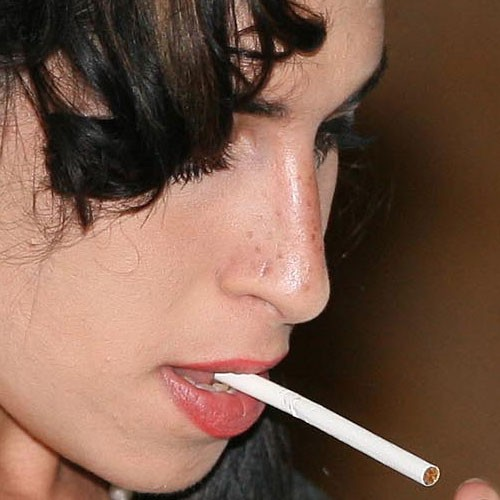 Amy Winehouse Nose Piercing
