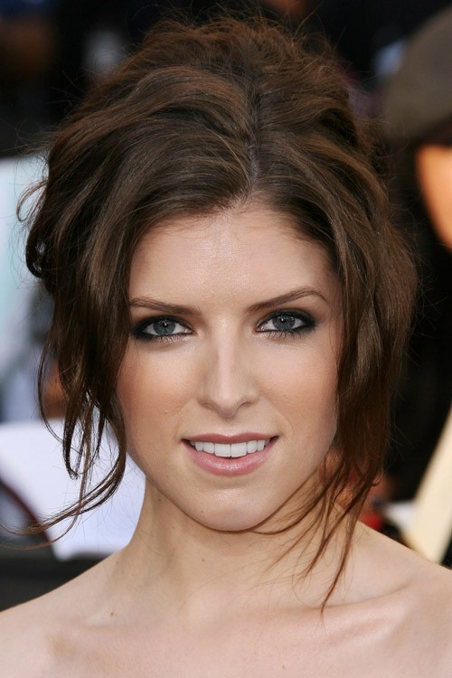 Anna Kendrick S Hairstyles Amp Hair Colors Steal Her Style