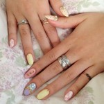 bella-thorne-nails-pastel-yellow