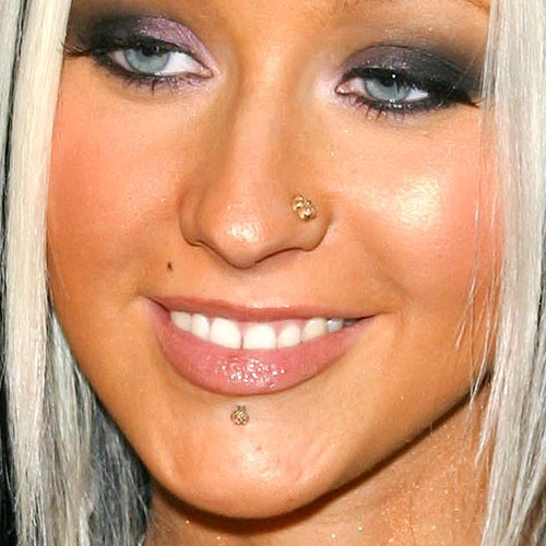 Christina aguilera 39 s piercings jewelry steal her style - Lippenpiercing ring ...