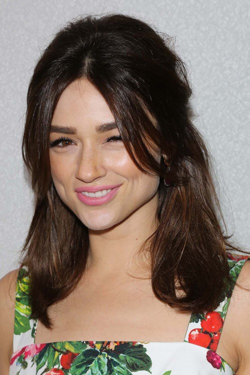 Crystal Reed S Hairstyles Amp Hair Colors Steal Her Style