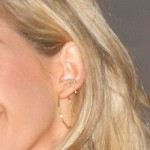 ellie-goulding-ear-piercing