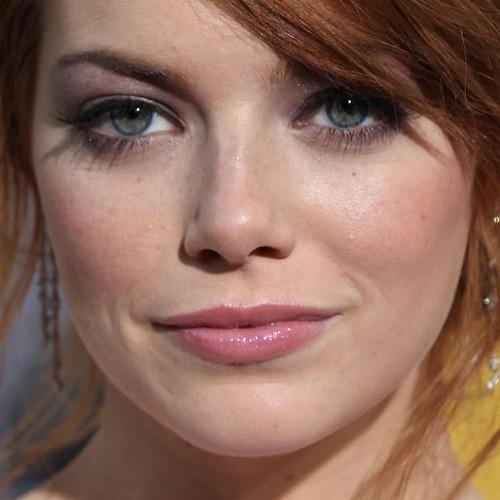 Emma Stone Makeup Purple Eyeshadow Amp Pink Lipstick