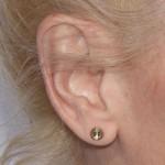 gwen-stefani-ear-piercing