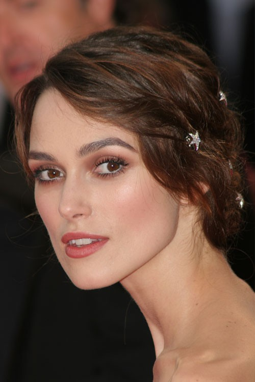 Keira Knightley S Hairstyles Amp Hair Colors Steal Her Style