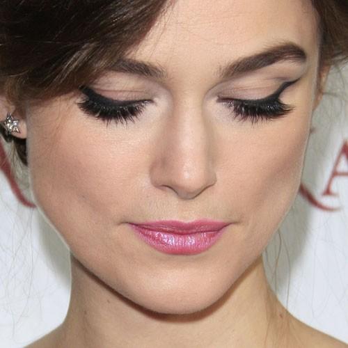 Keira Knightley Makeup Beige Eyeshadow Black Eyeshadow Amp Metallic Pink Lipstick Steal Her Style