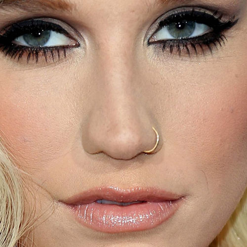 Kesha S Piercings Amp Jewelry Steal Her Style