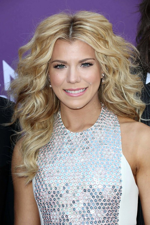 Platinum Blonde Selena Gomez >> Kimberly Perry's Hairstyles & Hair Colors | Steal Her Style