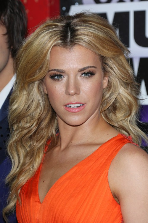 Kimberly Perry Wavy Honey Blonde All Over Highlights Dark Roots