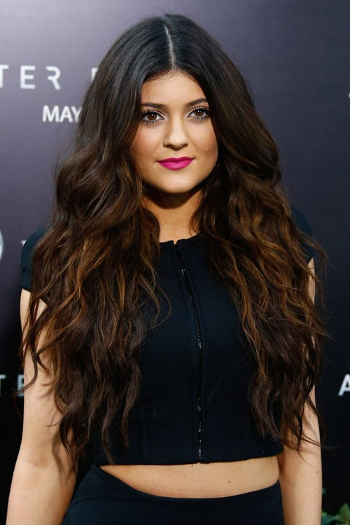 Kylie Jenner Wavy Dark Brown All-Over Highlights, Angled