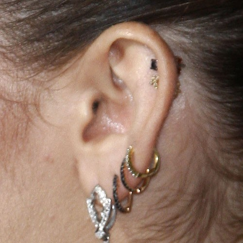 Miley Cyrus Ear Lobe, Helix/Cartilage, Upper Lobe Piercing ...