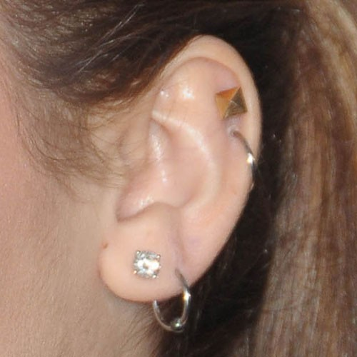 Miley Cyrus Ear Lobe, Helix/Cartilage, Upper Lobe Piercing ...