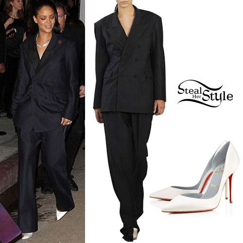 Rihanna: 2015 Grammy Awards Suit