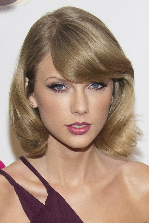 Taylor Swift\'s Hairstyles & Hair Colors | Steal Her Style | Page 4