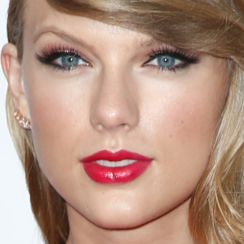 taylor swift makeup black eyeshadow red eyeshadow amp red