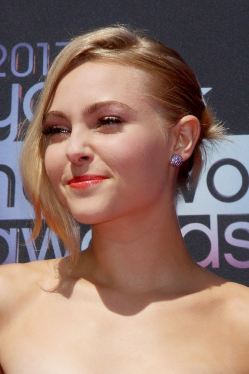 Annasophia Robb S Hairstyles Amp Hair Colors Steal Her Style
