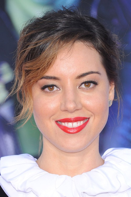 Aubrey Plaza S Hairstyles Amp Hair Colors Steal Her Style