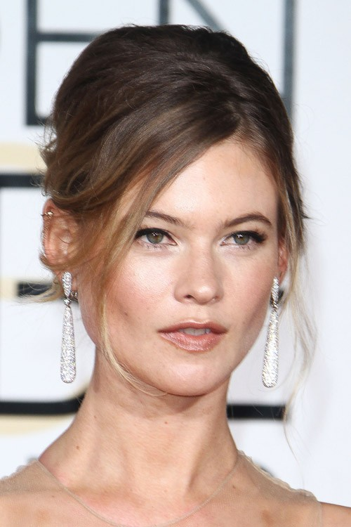 Behati Prinsloo S Hairstyles Amp Hair Colors Steal Her Style