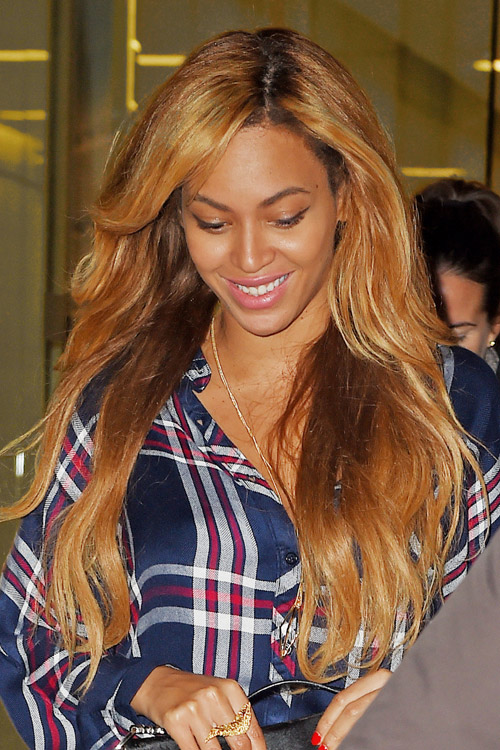 Beyonc 233 Wavy Honey Blonde Two Tone Hairstyle Steal Her Style