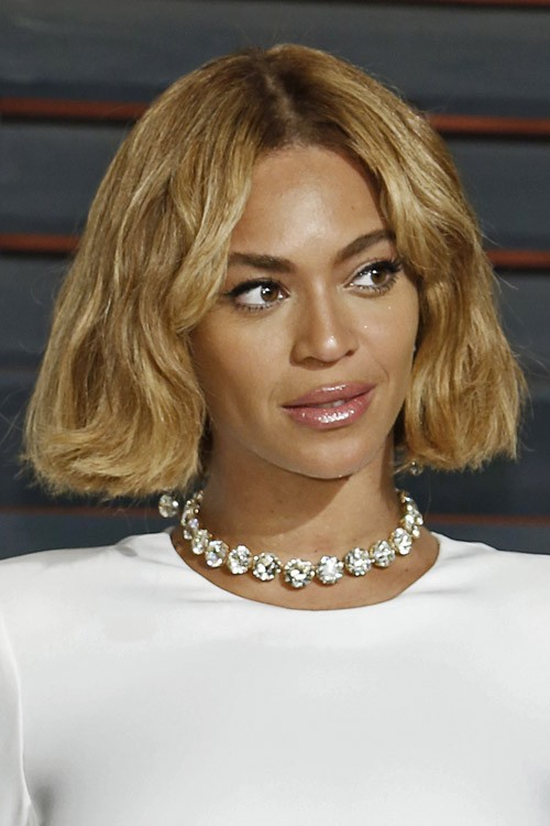 Beyoncé Wavy Honey Blonde Bob Hairstyle | Steal Her Style