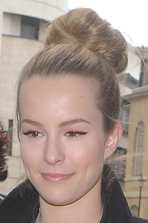 Bridgit Mendler S Hairstyles Amp Hair Colors Steal Her Style