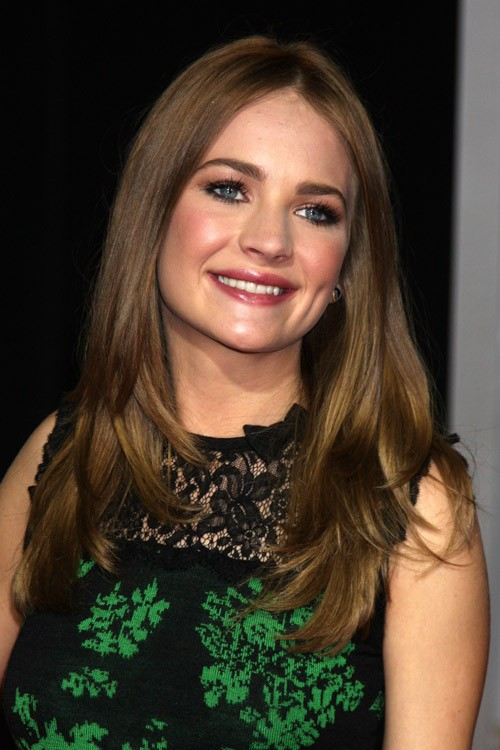 Britt Robertson S Hairstyles Amp Hair Colors Steal Her Style