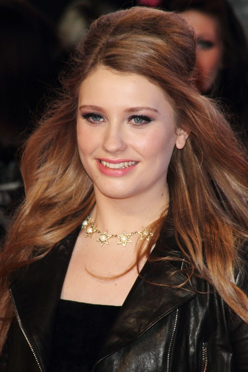 Ella Henderson S Hairstyles Amp Hair Colors Steal Her Style