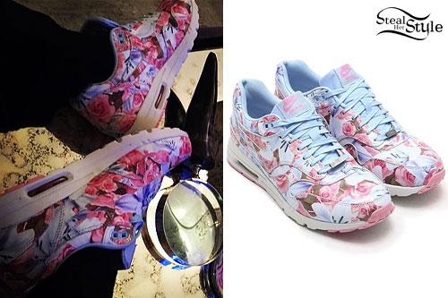 Ellie Goulding: Blue & Pink Floral Sneakers