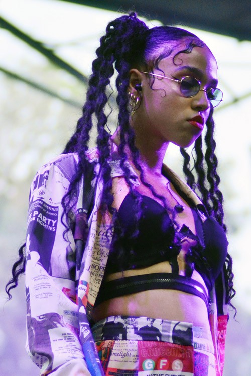 Fka Twigs Hairstyles Amp Hair Colors Steal Her Style