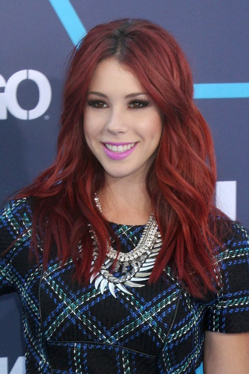 Jillian Rose Reed S Hairstyles Amp Hair Colors Steal Her Style