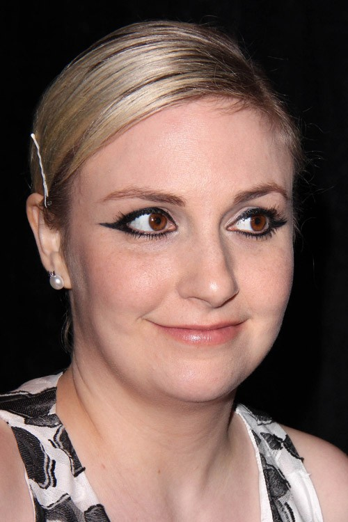 Lena Dunham S Hairstyles Amp Hair Colors Steal Her Style