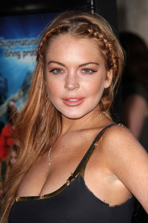 Lindsay Lohan S Hairstyles Amp Hair Colors Steal Her Style