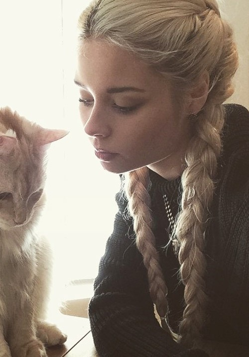 Nina Nesbitt Straight Platinum Blonde French Braid