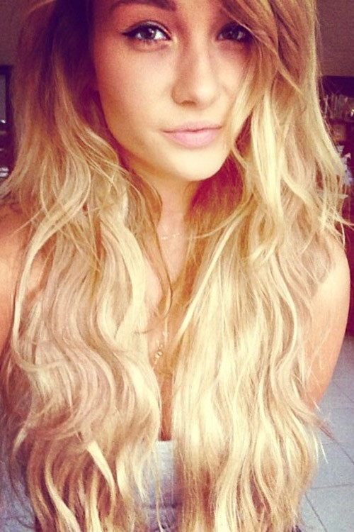 Niykee Heaton Wavy Golden Blonde Long Layers Loose Waves
