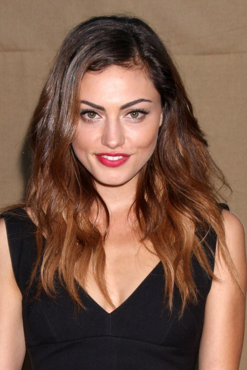 Phoebe Tonkin S Hairstyles Amp Hair Colors Steal Her Style