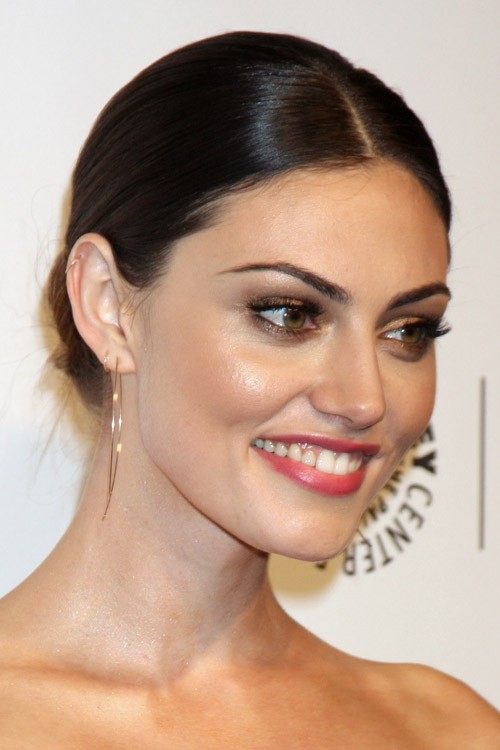 Phoebe Tonkin S Hairstyles Hair Colors Steal Her Style