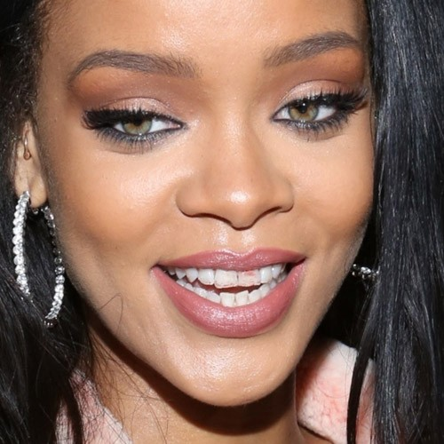 rihanna makeup beige eyeshadow black eyeshadow gray