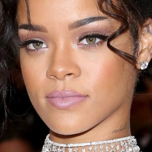 Rihanna Makeup: Beige Eyeshadow, Black Eyeshadow ...