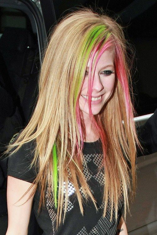 Avril Lavigne S Hairstyles Amp Hair Colors Steal Her Style