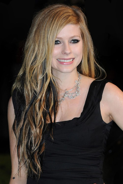 Avril Lavigne Wavy Light Brown Angled Two Tone Hairstyle