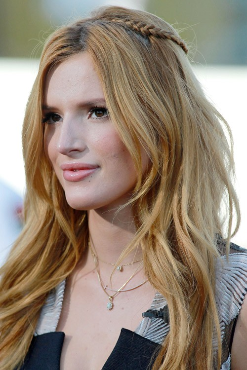 Bella Thorne S Hairstyles Amp Hair Colors Steal Her Style