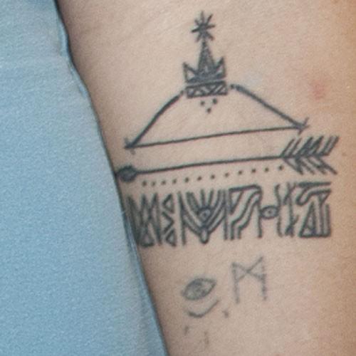 jemima kirke arm tattoo the image kid has it. Black Bedroom Furniture Sets. Home Design Ideas
