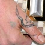 jemima-kirke-snake-hand-tattoo